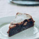 Flourless 4-ingredient chocolate cake - Silvia Cooks