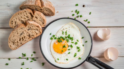 How to Cook Sunny-Side Up Eggs: Tips, Techniques, and Recipe - 2021 -  MasterClass