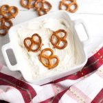 How to Make White Chocolate Covered Pretzels for Mason Jar Food Gifts