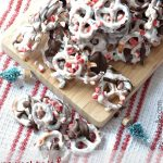 Peppermint chocolate coverd pretzels | a recipe