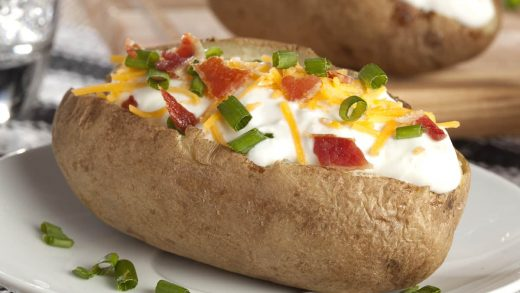 How Long To Microwave A Potato? - Foods Guy