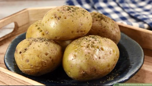 Easy Ways to Boil Potatoes in the Microwave: 12 Steps