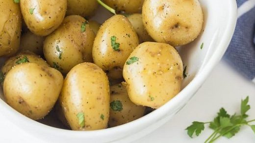 How to cook potatoes in the microwave quickly: recipes