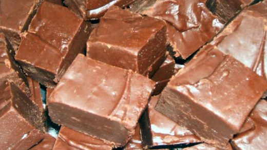 Phoebe's Fantastic Microwave Fudge (That Cooks in 5 Minutes Flat!)    Foodlets