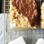 These homemade rice krispie treats couldn't be easier or more  delicious. The… in 2020   Rice krispy treats recipe, Homemade rice krispies  treats, Krispie treats recipe