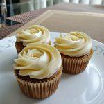 Ganache Filled Chocolate Cupcakes with Swiss Meringue Buttercream made with  Meringue Powder 軟心朱古力杯子蛋糕配瑞士蛋白奶油霜(使用蛋白粉) – EC Bakes 小意思