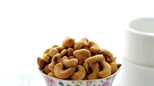 Roasted Cashews/Oven Roasted Cashews/Masala Cashews ~ Nalini'sKitchen